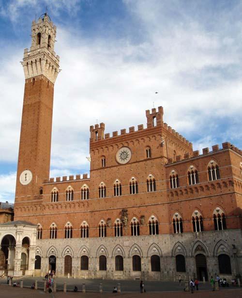Turm Torre del Mangia, Piazza del Campo, Siena.